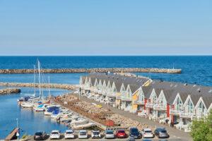 Hasle Marina med smuk udsigt til havnen, bådene og havnebadet.