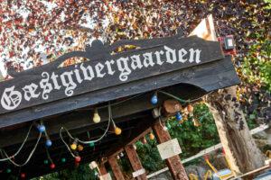 Gæstveren i Allinge er et populært sted om sommeren. BEdste sted på Bornholm for at opleve god musik.